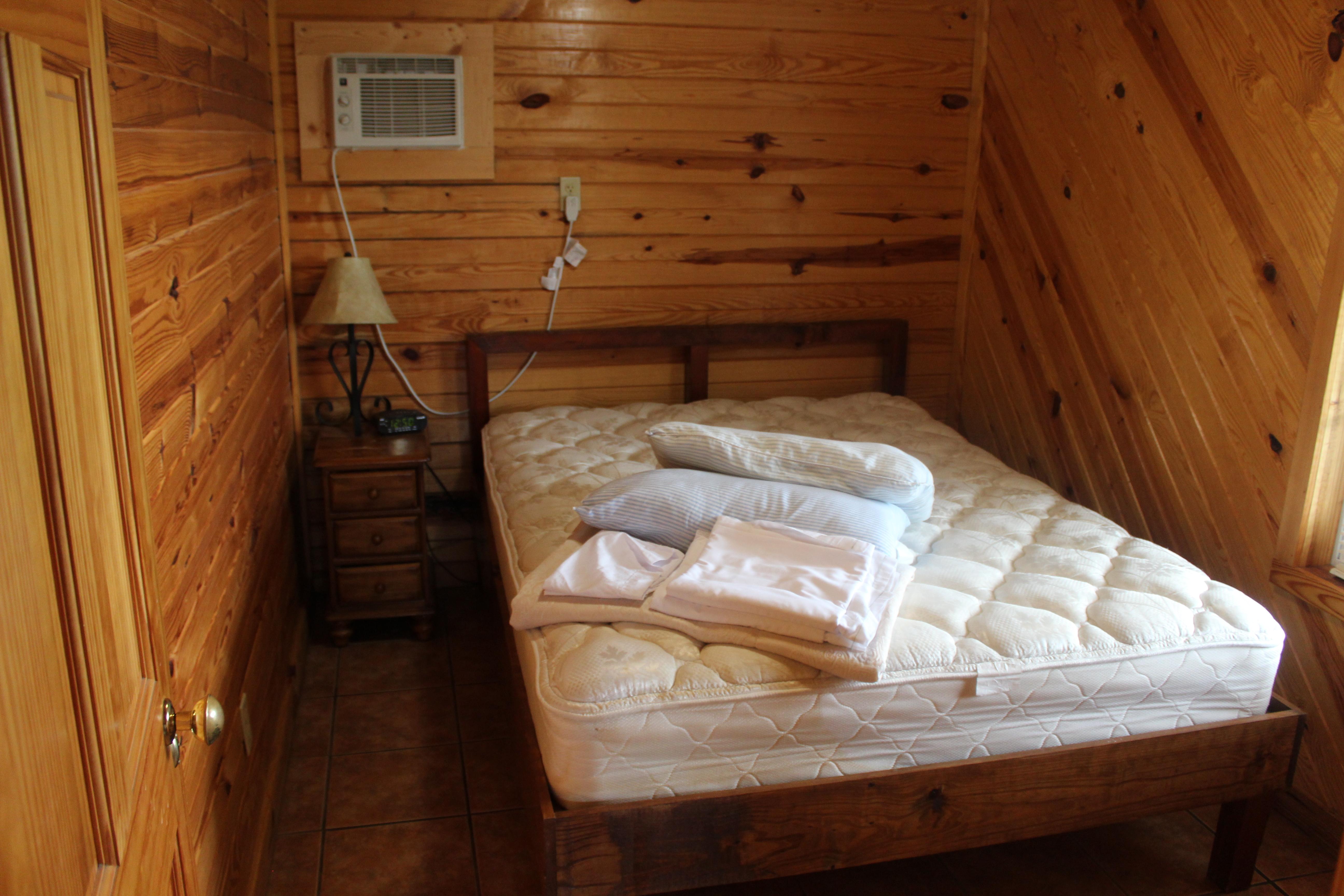 Cabin 3 One Bedroom Sleeps Six Mozingo Lake