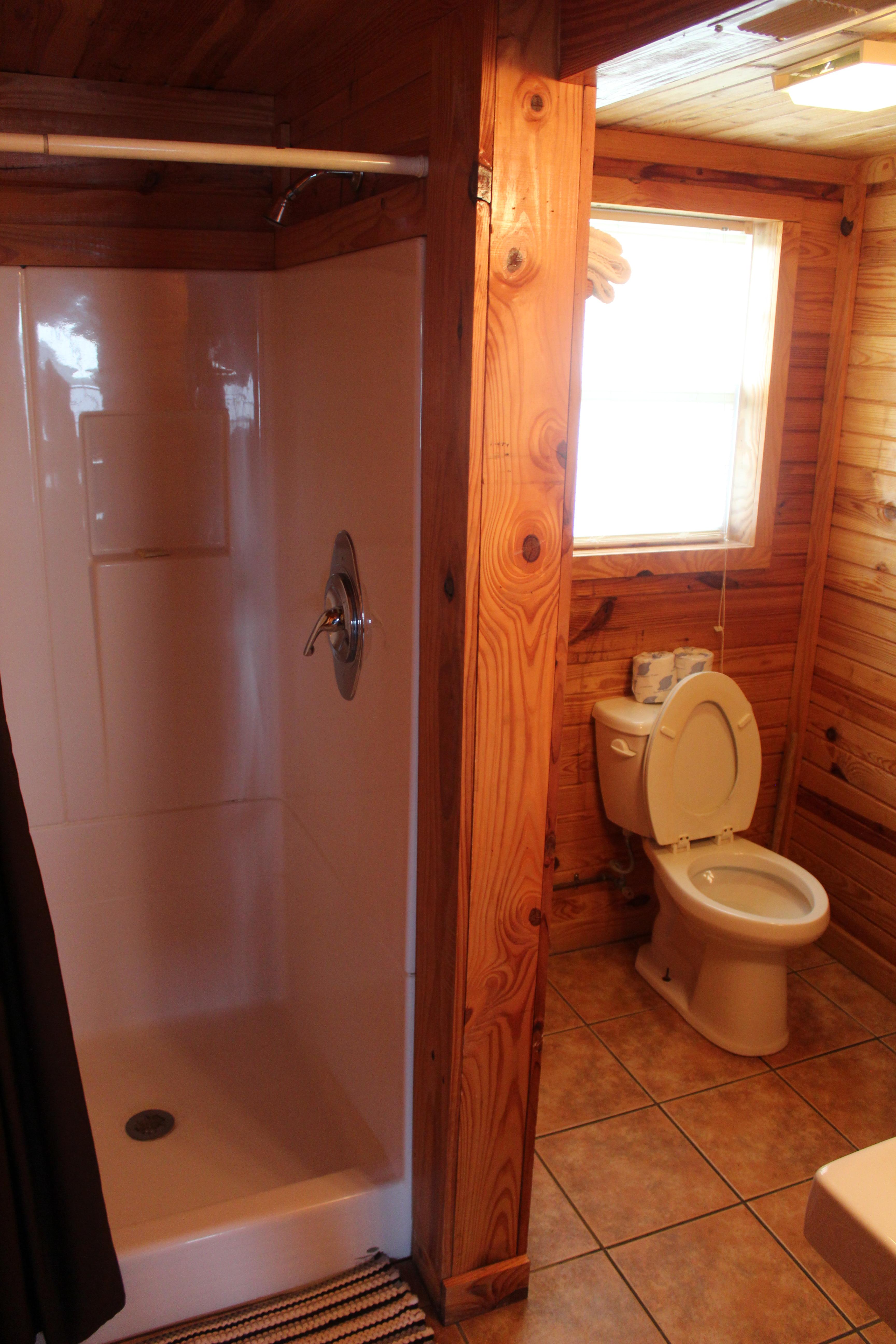 Cabin 4 Two Bedroom Sleeps Ten Mozingo Lake
